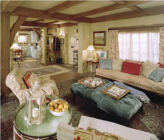 English Cotswold cottage living room of iris in movie The Holiday