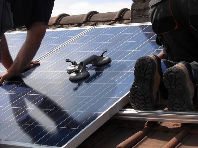Solar Shopping: 5 Tips to Finding the Best Solar Generator