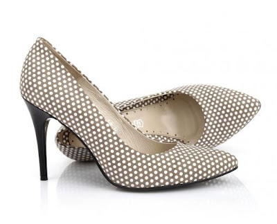 e7a7fc22 W ofercie firmy znaleźć można między innymi czółenka, botki, kozaki,  sneakersy, półbuty, jaazówki, koturny, baleriny, lordsy, mokasyny, sandały  czy klapki.