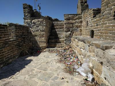Мусор на Великой Китайской стене