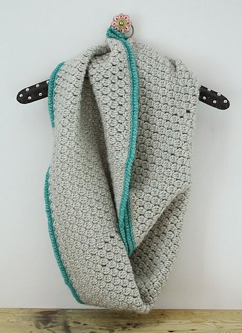Stonewashed XL: crochet bobble stitch infinity scarf