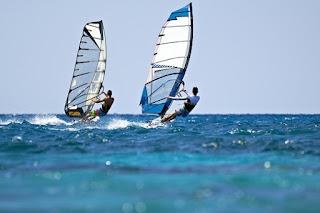 sörf, sörf sporunun tarihçesi, sörf nasıl yapılır, ilk sörfçüler, sörf tahtaları, sörf sporu sınıfları nelerdir