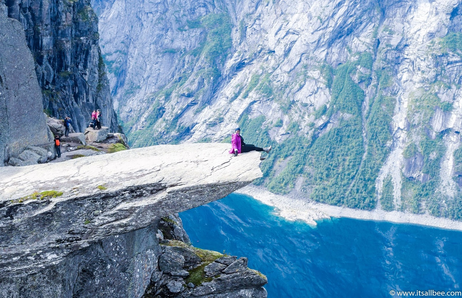 trolltunga hike guide, camping trolltunga, trolltunga parking, trolltunga norway images