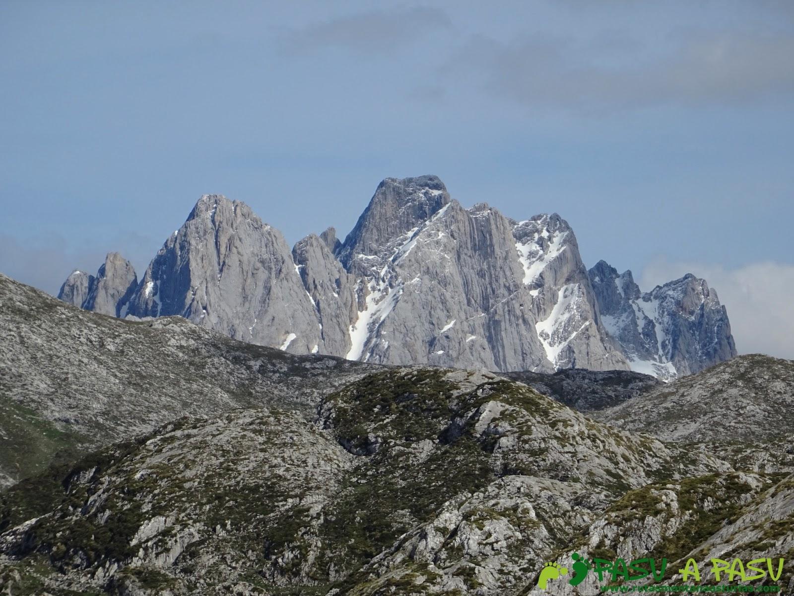 Vista del Torrecerredo desde la zona de la Majada las Bobias, Picos de Europa