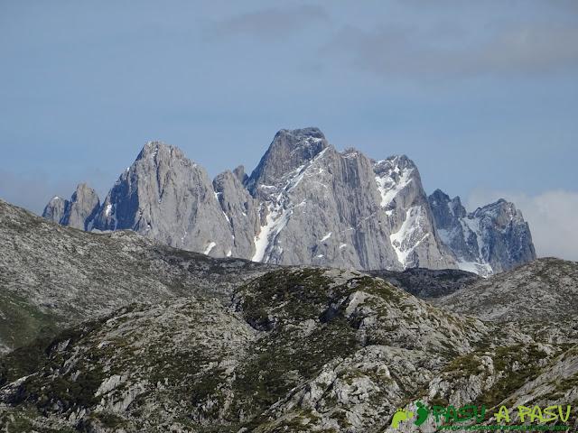 Vista del Torrecerredo desde la zona de la Majada las Bobias