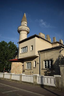 Casa cu minaret din vecinătatea vilei regale din Mamaia