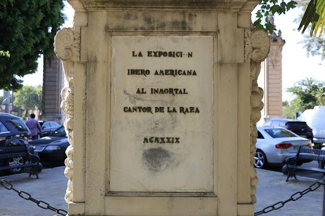 Monumento a la Raza - Detalle del texto al dorso