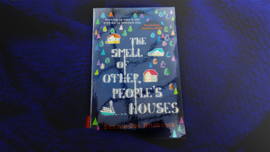 "REVIEW: ""The Smell Of Other People's Houses"" by Bonnie-Sue Hitchcock // SO MUCH NOSTALGIA!!"