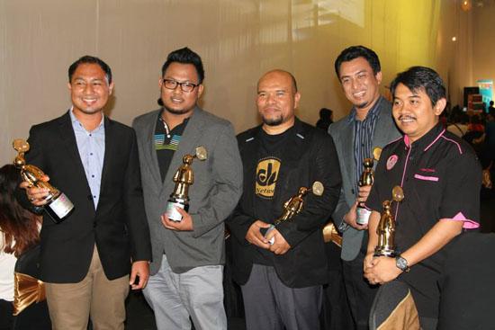 Top Blogger Malaysia menang anugerah