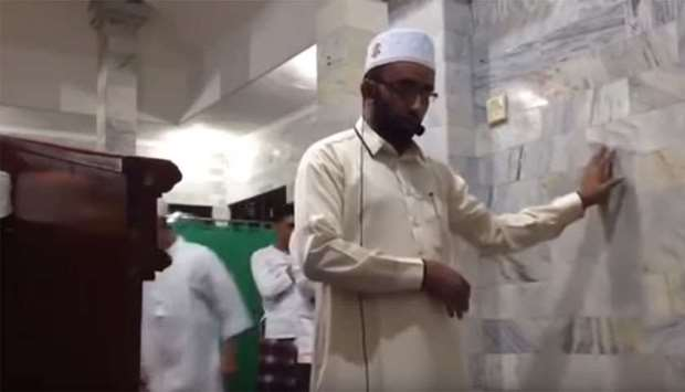 Indonesia Earthquake: Imam Continues Prayer In Bali Mosque During Strong Earthquake