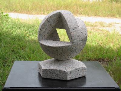 妖精 久保極の万成石の彫刻