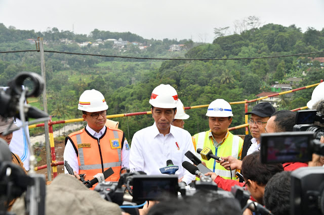 Jokowi Tinjau Dua Proyek di Bogor, Diakui Solusi Tangani Banjir Jakarta