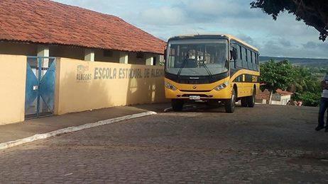 Em Pão de Açúcar,  bateria de ônibus escolar é roubada e  estudantes ficam sem aulas