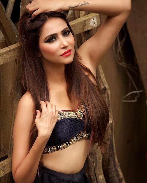TV Actress Rishina Kandhari instagram Photos