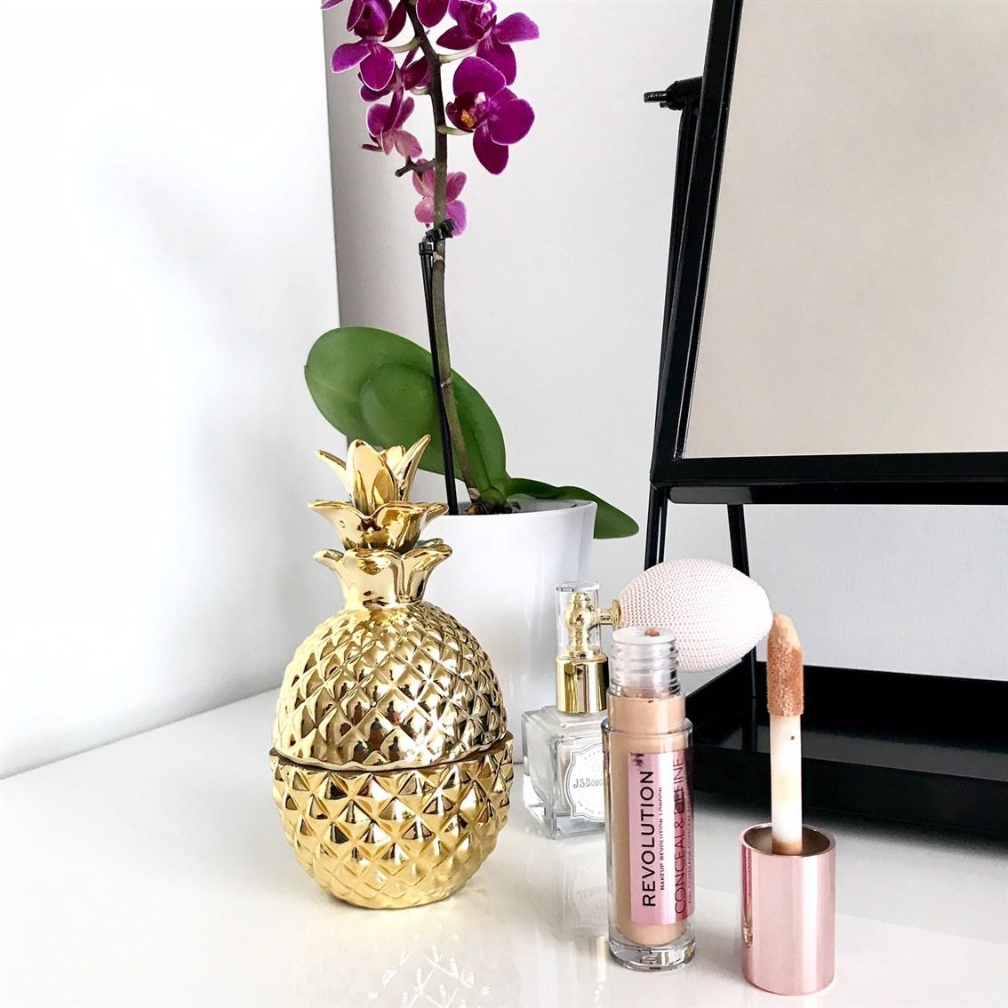 zdjęcie przedstawiające korektor Makeup Revolution Conceal & Define