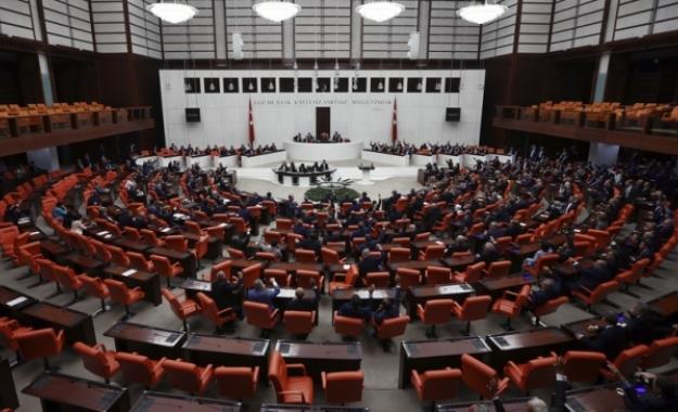 Η τουρκική αντιπολίτευση καταγγέλει «επέμβαση του στρατού» στην πολιτική