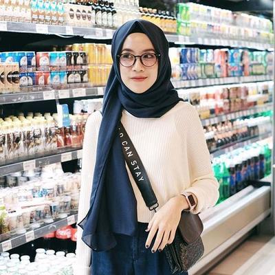 Baru 32+ Gambar Wanita Berhijab Memakai Kacamata, Foto Wanita