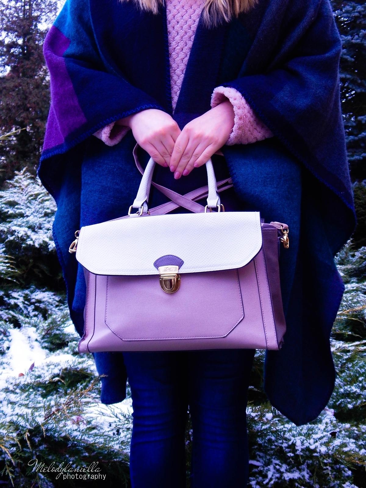 pudrowe love stylizacje z pudrowo różowymi dodatkami różowe trapery renee pudrowa torebka deichmann stylowe poncho na jesien i zimę dresslily melodylaniella ubrania na zimę