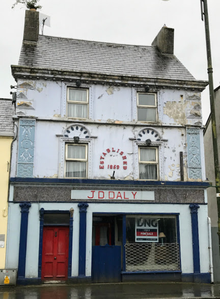 The Upper Floors Now Show Signs Of Neglect With Layers Paint Peeling Away From Facade Although Much Repainting And Repair Work Was Carried Out On