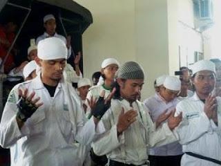 Allahu Akbar! FPI Bekasi Raya Bertekad Berantas Geng Motor - UMATUNA