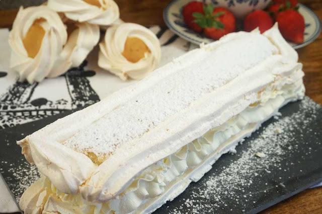 Cardenal de Lloseta o pastel de merengue y nata