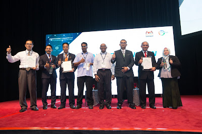 Source: MGTC. MGTC's CEO, Dr Mohd Azman Bin Zainul Abidin (centre) with Diamond Recognition recipients. The award presentation was also graced by the Honourable Datuk Seri Dr Mohd Azhar Bin Haji Yahaya, Secretary General, MESTECC. Asdirhyme Bin Abdul Rasib, Senior Undersecretary for Energy Sector, MESTECC was also in attendance.