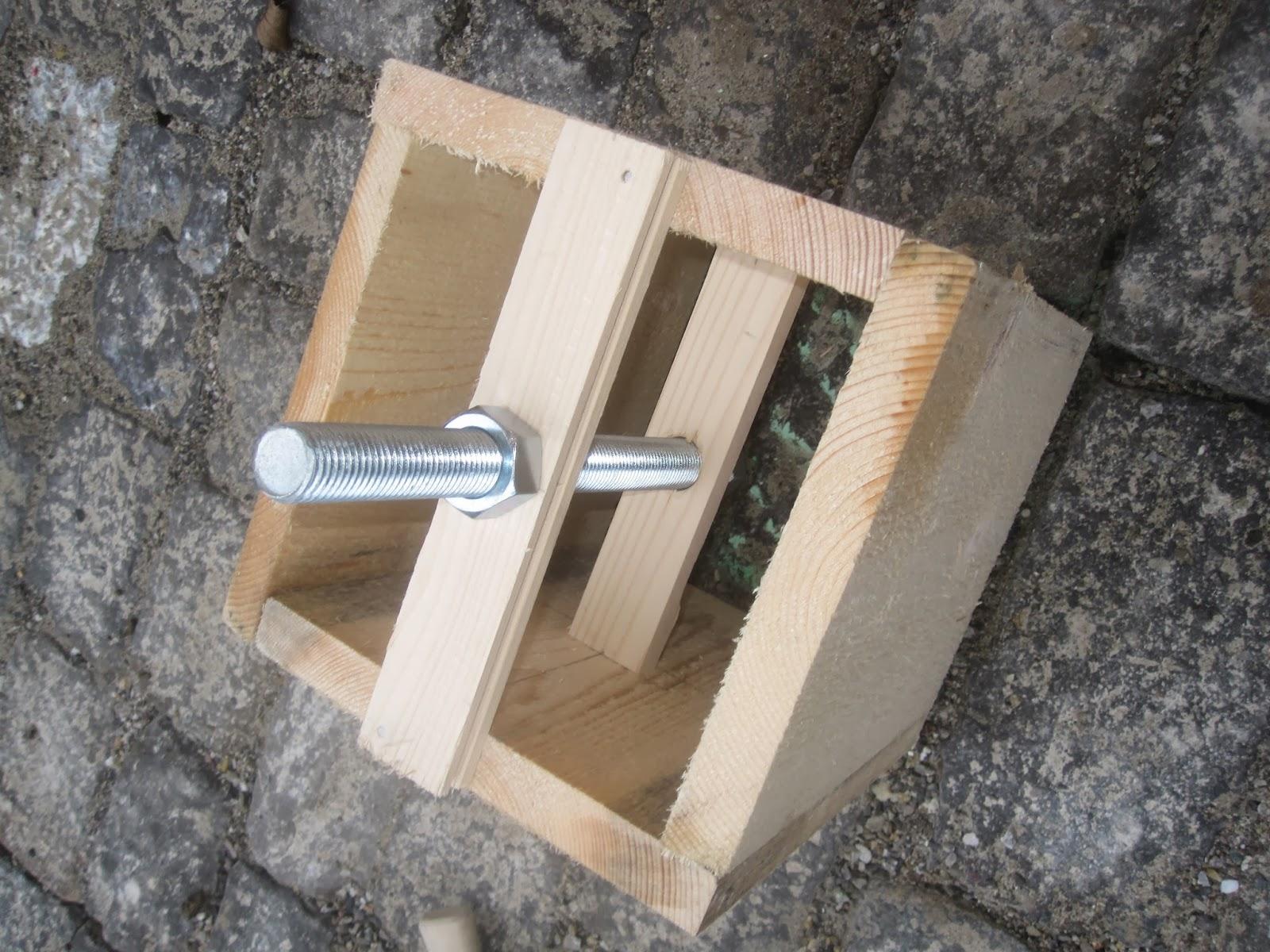 holzhaus wir bauen ein haus aus holz fundament fahrradunterstand. Black Bedroom Furniture Sets. Home Design Ideas