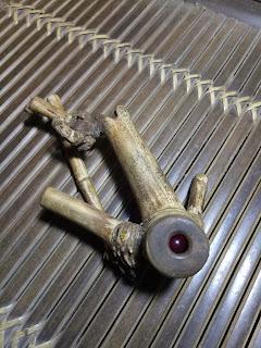 """DIMAHARKAN """"MERAH DELIMA BAMBU PENGANTIN""""    kami dapatkan koleksi yang unik ini dari garut jawa barat. batu mustika merah delima yang berada di dalam bambu dan tersimpan tidak bisa keluar. bisa kocak kocak namun tetap berada di dalam.  bambu unik yang menjadi wadah mustika merah delima ini juga unik, kami dapatkan dari kebun bambu yang tidak tahu asal muasalnya kami dapatkan seperti ini, banyak masyarakat menyebut ini bambu pengantin atau kalau di bahasa sunda di sebut awi pangantin.  batu mustika merah delima asli sangat dicari banyak kolektor dengan segala bentuk manfaat dan hikmahnya. dan bambu pengantin ini juga memiliki ruas pangkal atau petuk patil lele ini juga tidak kalah dahsyat diburu banyak pemburu benda antik karena langka dan mahal. bisa jadi salah satu merah delima termahal apabila orang menyebut.  koleksi kami yang satu ini memiliki tuah fungsi yang multiguna. kami deteksi koleksi ini bertuah agung ampuh untuk pelet tingkat tinggi, pemikat pesona yang agung, pancaran aura positif dan daya tarik yang bisa mencapai 1 kilometer dan pemaksa kehendak untuk lawan jenis. selain itu juga berwasilah ampuh dengan zoni untuk penglarisan dahsyat, penarik rejeki 9 penjuru, ajian gentong arto, dan kaluwih semar kantong, mendatangkan udan mas tanpa putus serta akkan meningkatkan pangkat derajat agi yang memilikinya.  koleksi hanya satu dan bisa di wariskan turun temurun.    MAHAR Rp 5.425.000,-    # Mahar kami berbeda dengan yang lain karena sesuai dengan tuah dan kealamian fungsi paten, yang lain memberi mahar murah karena mungkin hanya isian atau tidak alami.    Kami tidak hanya mencari pembeli, tetapi kami juga mencari saudara juga keluarga.  Sebagian dari mahar anda kami sisihkan untuk anak yatim-piatu, atau yang membutuhkan  Semua yang ada dan yang terjadi di dunia semesta ini tak luput dari Ijin dan KehendakNya, kita semua berdo'a dan berikhtiar dengan berbagai perantaranya.    untuk info dan pemesanan silahkan hubungi :  Bapak.Panji SB  Contac/WA : +62838 65"""