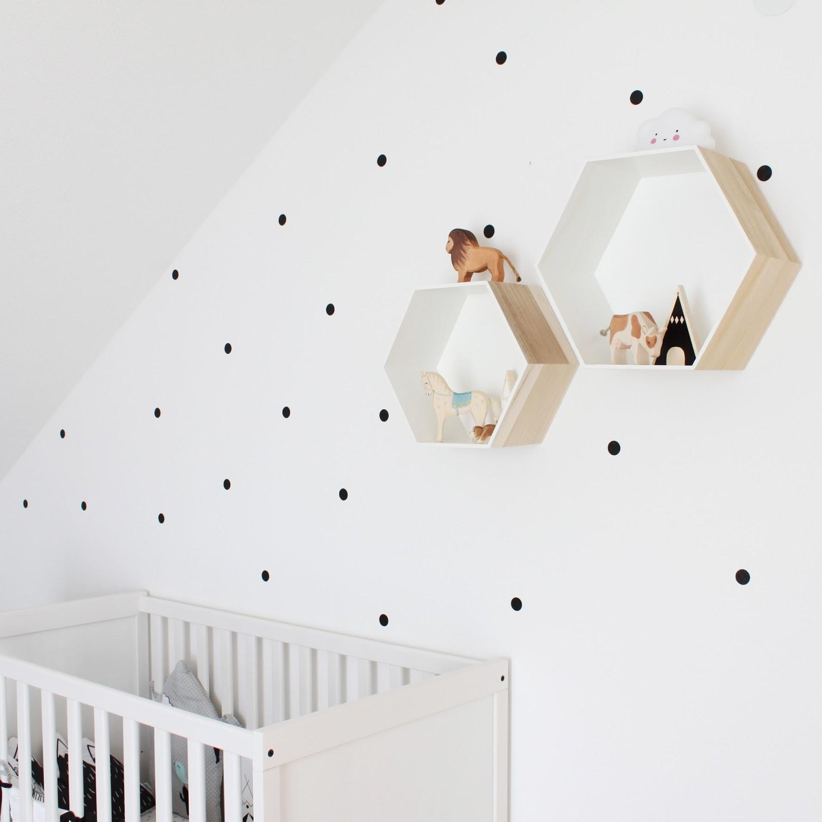 Kinderzimmer Dekoration im nordischen Stil in Monocrom schwarz weiß und Mint grün