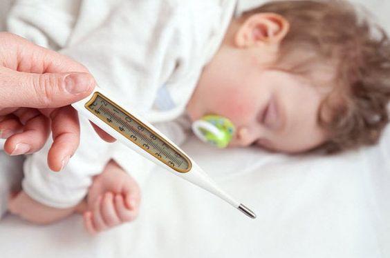 Những điều không nên làm khi trẻ bị sốt