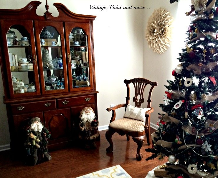 Vintage, Paint and more... Christmas decor using vintage Santas