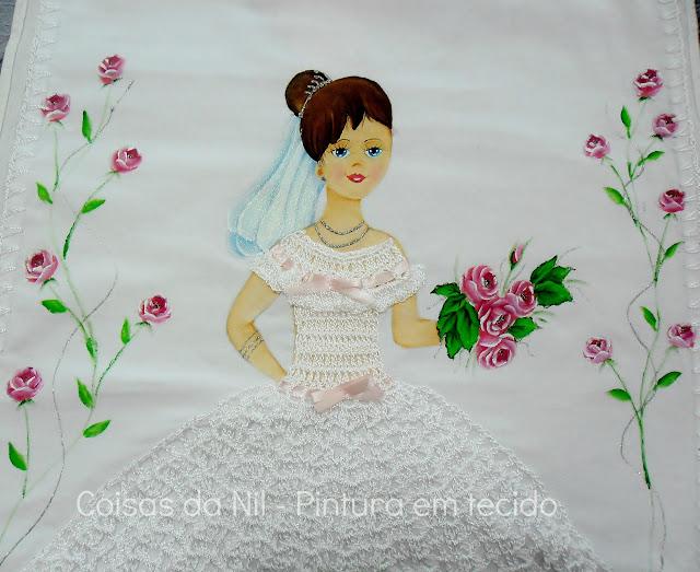 pano de copa com boneca noivinha pintada a mão e com saia de croche