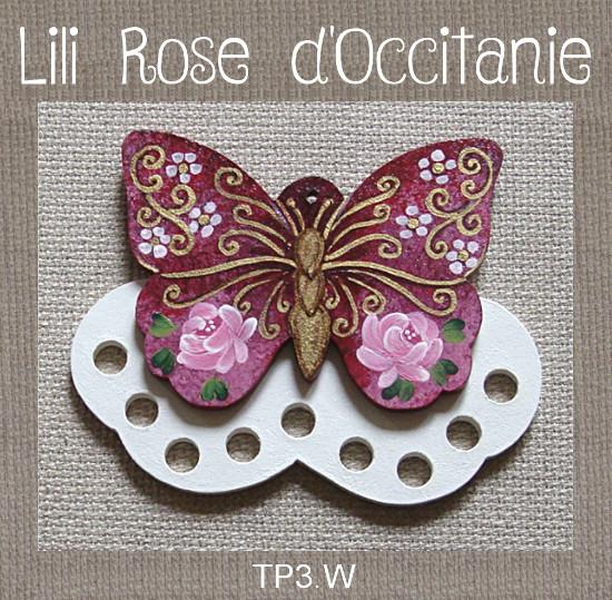 """Tri-fils bois peint """"papillon pourpre et or orné de roses"""". Broderie et point de croix"""