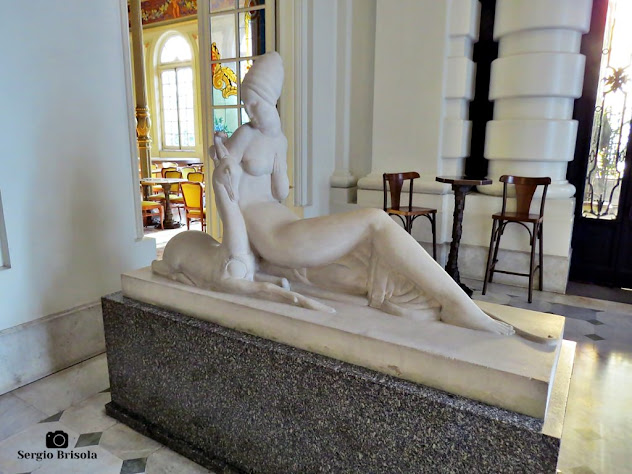 Close up da escultura Diana a caçadora - Theatro Municipal - São Paulo