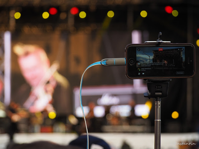 Un efect interesant - focalizezi pe aparat (fundalul este blurat - punctele luminoase apar ca pete luminoase neclare) - blog Foto-Ideea