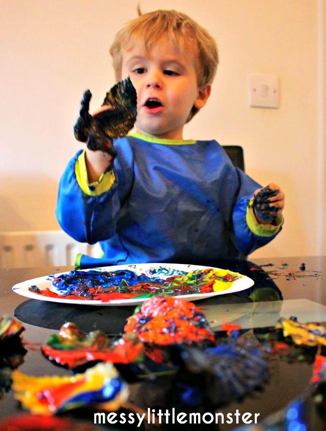 finger painting on leaves activity for kids