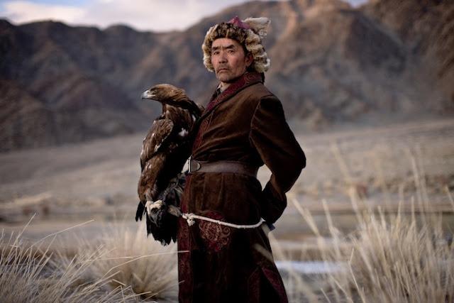 Su uso de águilas doradas en la cacería ha preservado esta rara especie de ave de rapiña