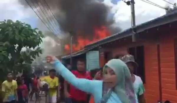 [Video] Dua Rumah Musnah Terbakar Di Kampung Tabuan Hilir