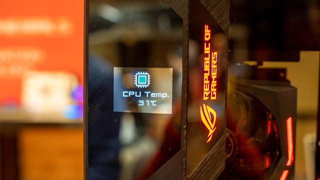 ROG Z11 外箱的資訊顯示螢幕,之後還會有 OLED 版本