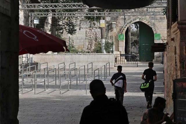 الفلسطينيون يرفضون استبدال البوابات الإلكترونية بالجسور والكاميرات