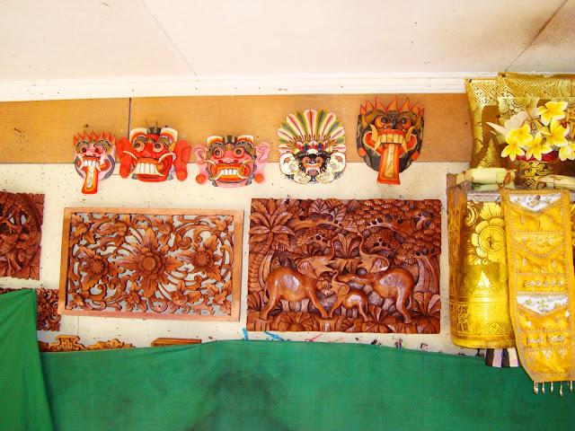 Изображение сувенирных изделий в отеле