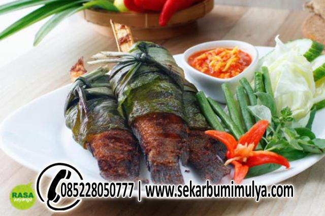 Resep Ikan Goreng Bungkus Daun Sambal Bacang