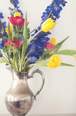 Dutch floral fllower photography spring arrangment still life wedding inspiration palette athenaandeugenia
