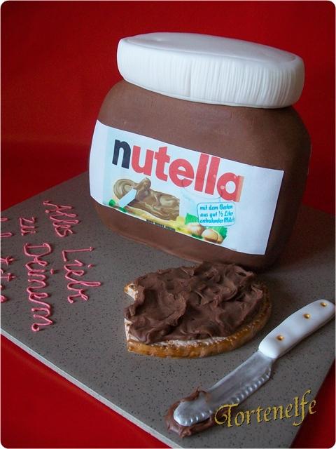 tortenelfes blog backe backe kuchen sie isst so gerne nutella motivtorte. Black Bedroom Furniture Sets. Home Design Ideas