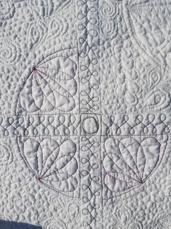 4 Corners mini quilt | DevotedQuilter.blogspot.com #quilt #miniquilt #modernquilting #flowquilting #fmq