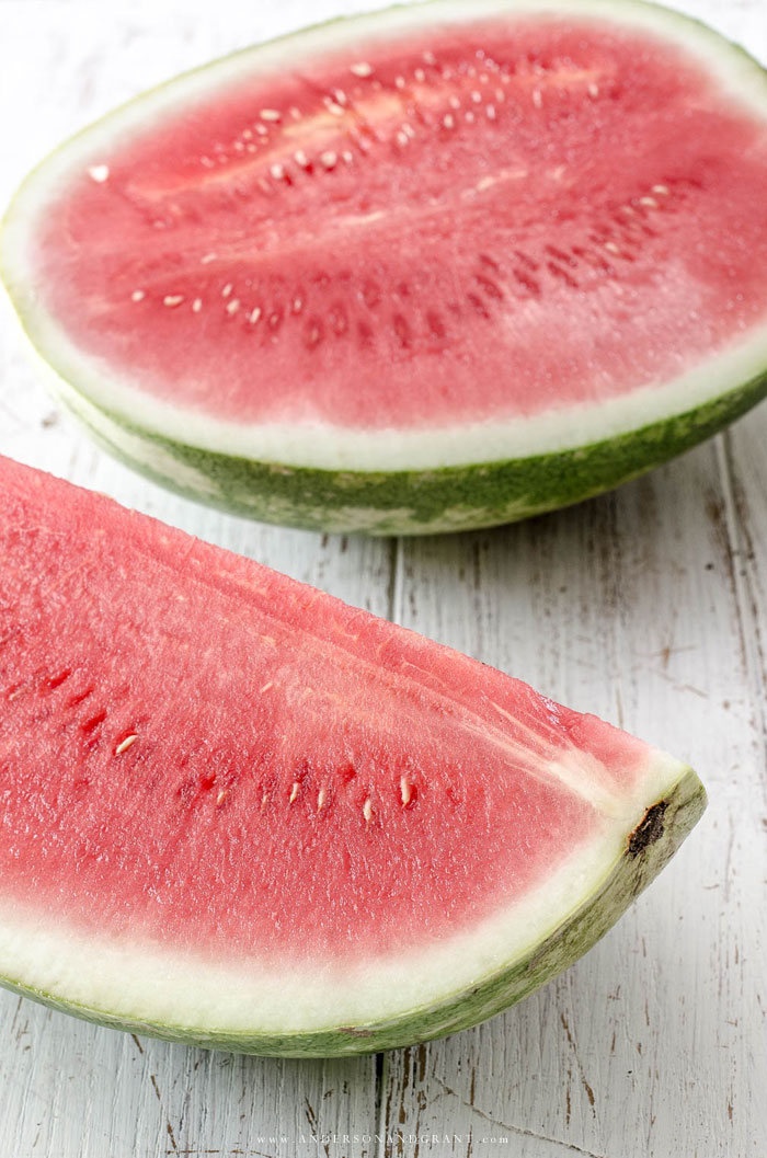 Summer is the season filled with fresh fruit.  This post is a must read if you want to know how to choose a perfectly ripe melon at the store.  |  www.andersonandgrant.com