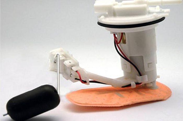Mengatasi motor injeksi brebet bersihkan fuel pump