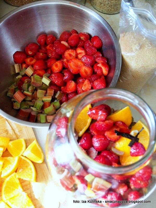 nalewka truskawkowo rabarbarowa, nalewka owocowa, naleweczka domowa, truskawki, rabarbar, pyszna nalewka domowej roboty, pysznosci
