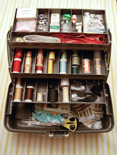 diy sewing box organizer, sewing kit storage, diy sewing kit, tool box sewing kit