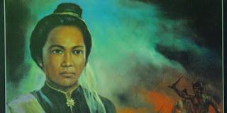 Biografi Pahlawan Nasional Cut Nyak Dien   Cut Nyak Dhien lahir di Lampadang, Kerajaan Aceh, 1848, seorang Pahlawan Nasional Indonesia dari Aceh yang berjuang melawan Belanda pada masa Perang Aceh, Cut Nyak Dhien dilahirkan dari keluarga bangsawan yang taat beragama di Aceh Besar, wilayah VI Mukim pada tahun 1848. Ayahnya bernama Teuku Nanta Setia, seorang uleebalang VI Mukim, yang juga merupakan keturunan Machmoed Sati, perantau dari Sumatera Barat. Machmoed Sati mungkin datang ke Aceh pada abad ke 18 ketika kesultanan Aceh diperintah oleh Sultan Jamalul Badrul Munir. Oleh sebab itu, Ayah dari Cut Nyak Dhien merupakan keturunan Minangkabau. Ibu Cut Nyak Dhien adalah putri uleebalang Lampagar.   Pada masa kecilnya, Cut Nyak Dhien adalah anak yang cantik. Ia memperoleh pendidikan pada bidang agama (yang dididik oleh orang tua ataupun guru agama) dan rumah tangga (memasak, melayani suami, dan yang menyangkut kehidupan sehari-hari yang dididik baik oleh orang tuanya). Banyak laki-laki yang suka pada Cut Nyak Dhien dan berusaha melamarnya. Pada usia 12 tahun, ia sudah dinikahkan oleh orang tuanya pada tahun 1862 dengan Teuku Cek Ibrahim Lamnga, putra dari uleebalang Lamnga XIII. Mereka memiliki satu anak laki-laki.  Pada tanggal 26 Maret 1873
